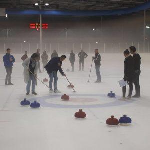 Speel Fun Curling op het ijs in Eindhoven